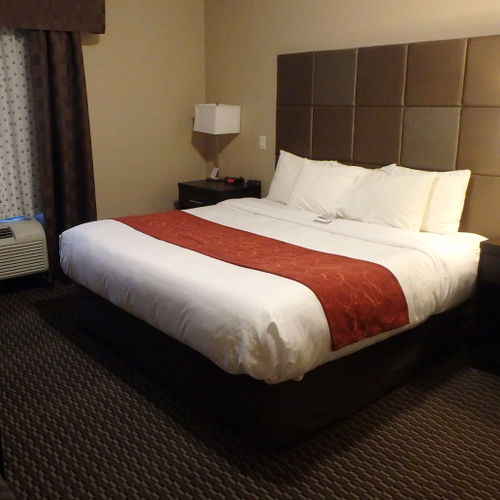 Comfort Suites Kelowna Superior Family Suite
