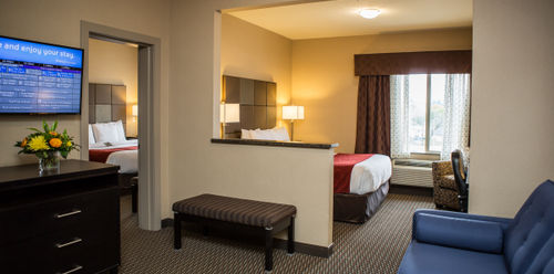 Comfort Suites Kelowna Family Suite
