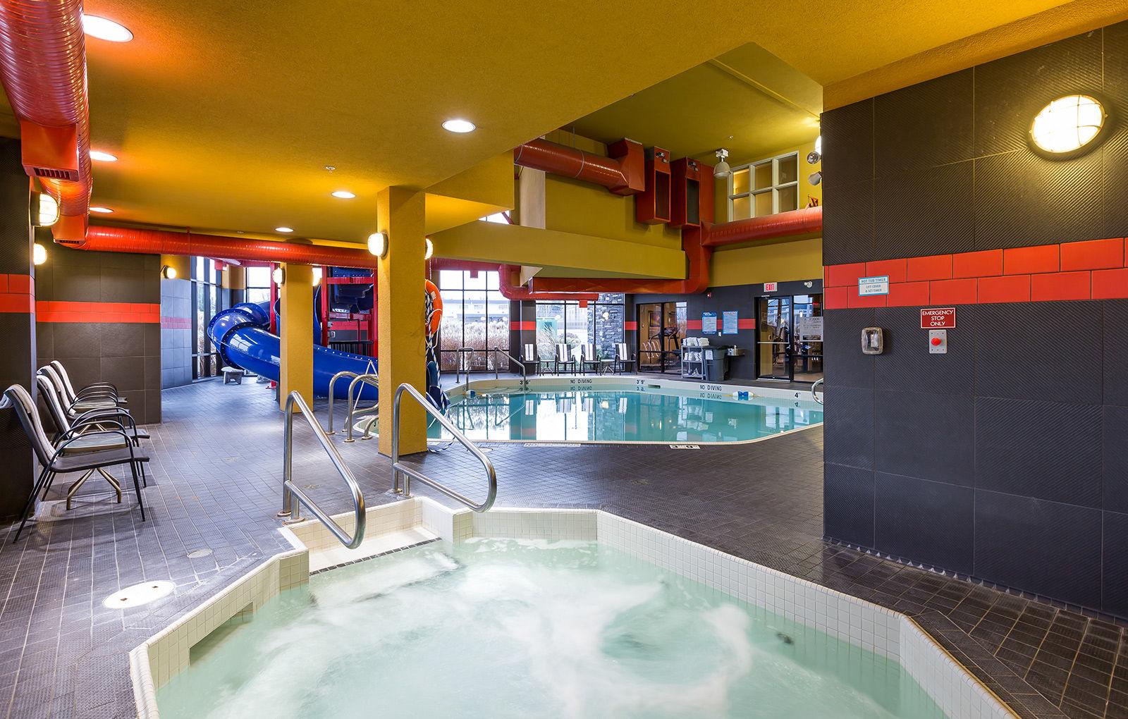 Kelowna Hotel with Waterslide and Indoor Pool: Comfort Suites Kelowna