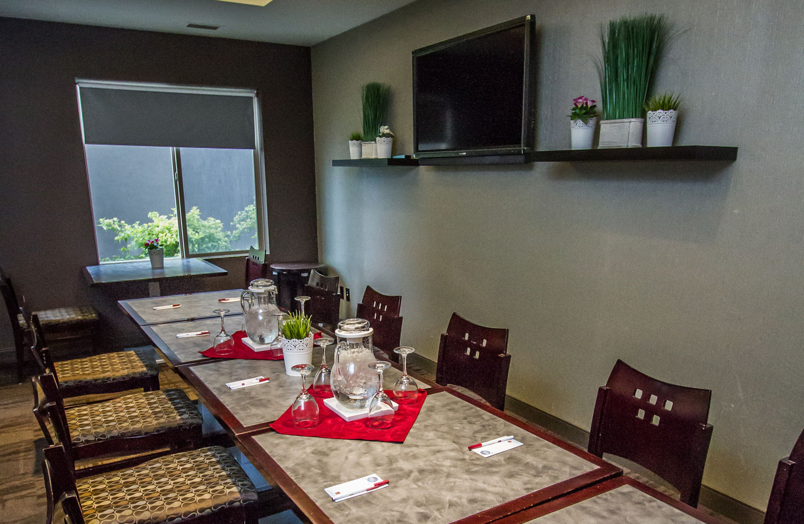 Your Guests Will Marvel At The Splendour Of Surrounding Okanagan Valley Wine Region As They Relax In Environs Our Bright Comfortable Hotel
